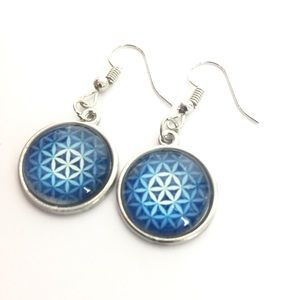 NWOT Blue Flower Design Dangling Earrings
